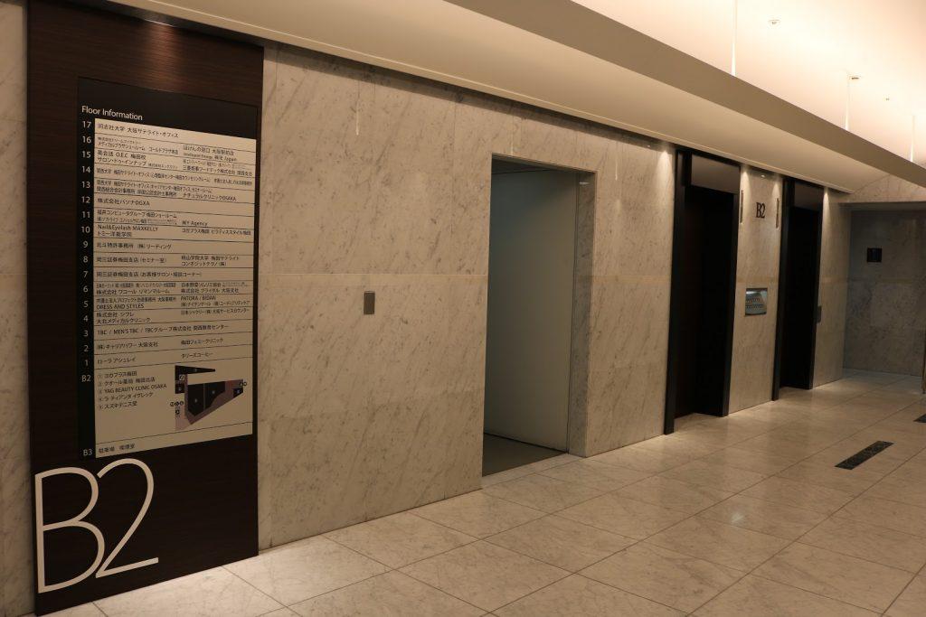 梅田スクウエアビルの地下エレベーターホール