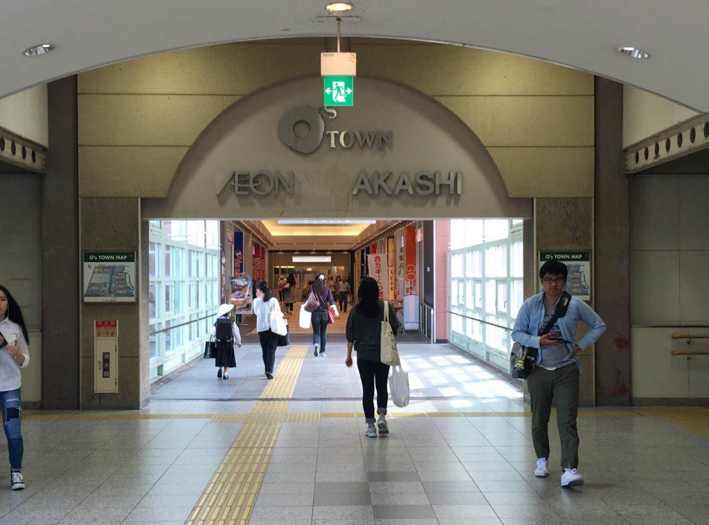 大阪駅からVivreへ向かう連絡通路