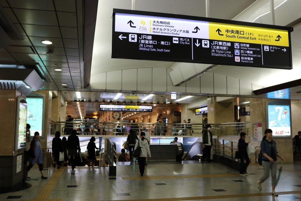梅田駅の下りのエスカレーター